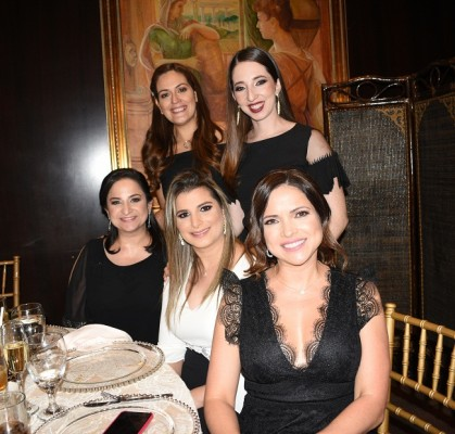 Cecilia de Sikaffy, Ana Larach, Rosmery Ganineh, Alicia Sikaffy y Sandy Ganineh