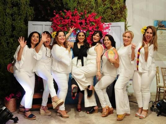 Claudia Rivera, Mary Carmen Gallegos, Ethel Figueroa, Karla Hernández, Lila Ferrera, Geraldina García, Patricia Aquino y Nelly Ferrera