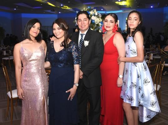 Colette Benítez, Alejandra Reyes, Roberto Reyes, Cristina Castro y Ariana Reyes