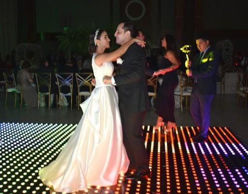 Javier y Audrey compartieron en la pista de baile su primera melodía como esposos