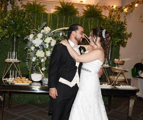 Los recién casados tomaron la alocada y genial decisión de viajar a Disney World en su viaje de luna de miel en compañía de sus 2 nenitas, Rannia y Yamilah.