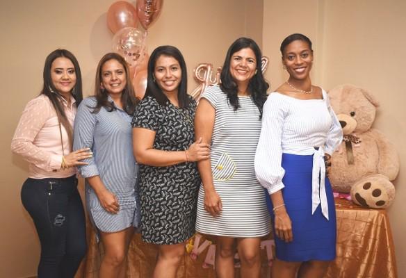 Damaris Castillo, Jocklem Ortega, Claudia Ortiz, Rosy Castellanos y Yolibeth Centeno