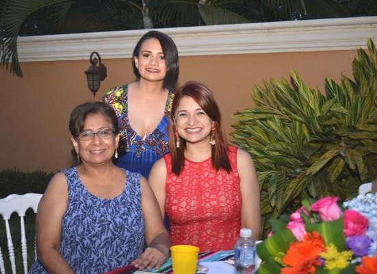 Doris García, Blanca Lobo y Vanessa Ayala.