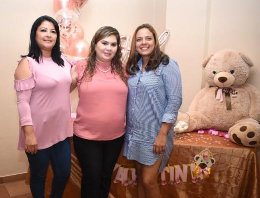 Dunia Zuniga, Jackeline Paredes y Jocklem Ortega