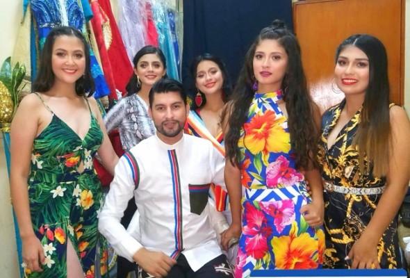 El diseñador copaneco Dennys Díaz se lució con sus creaciones en la elección de las reinas de las fiestas patronales de Santa Rosa de Copán... La Sultana de Occidente está de fiesta en este mes de agosto...