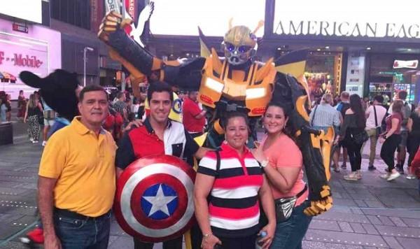 Eliu, Juan, María y Keyla Rivera en Times Square New York