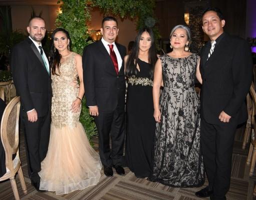 Fernando Segura, Sinia Jaar de Segura, José Paz, Cesia Velásquez, Ledy Flores y Ricardo Perdomo