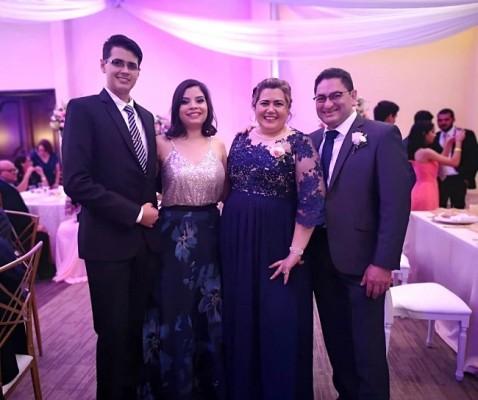 Franklyn, María José, Claudia y Edwin Fernández