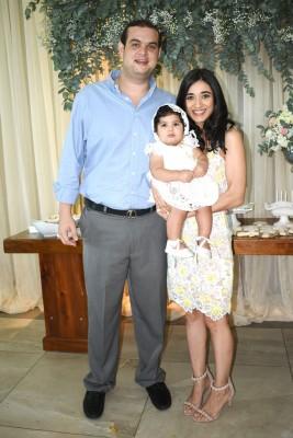 Gustavo Hilsaca, Camila Monterrodo Zgheibra y Camila Jarufe