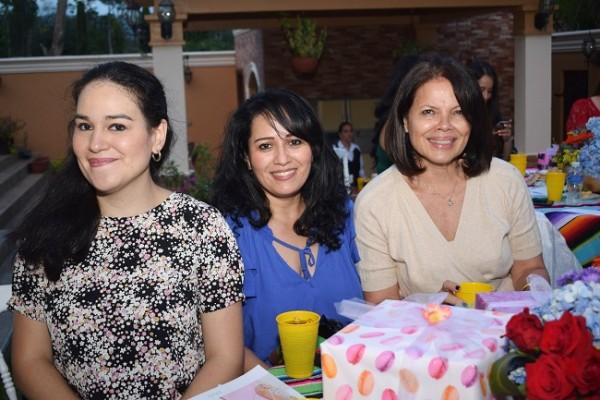Holly Kattán, Tere Quan y Suyem Quan.