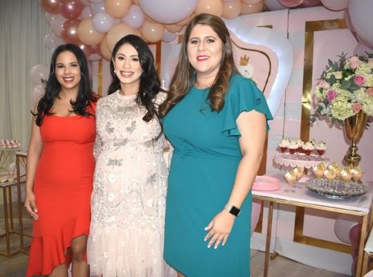 Ilse de Crespo, Mónica de Handal y Erika San Martin