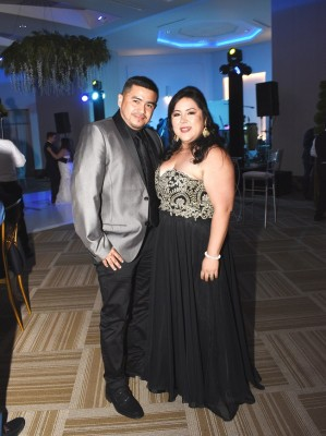 Ingrid de Silva y Fabricio Silva, hermana de la novia.