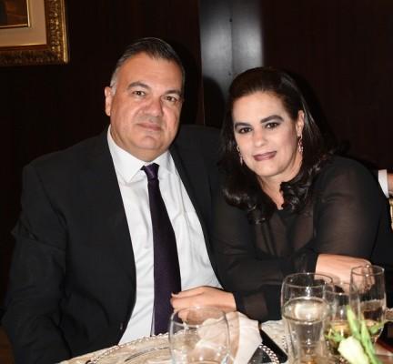 Jesús Yacaman y esposa