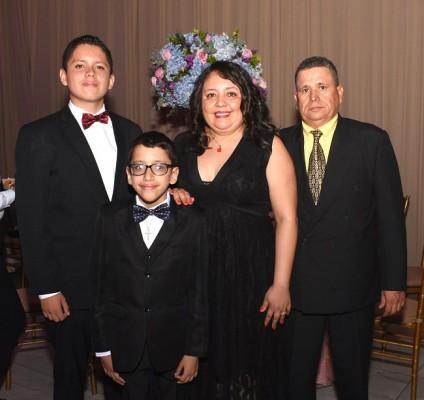 Jorge Calix Jr, Diego Calix, Dixiana Alvarado y Jorge Calix