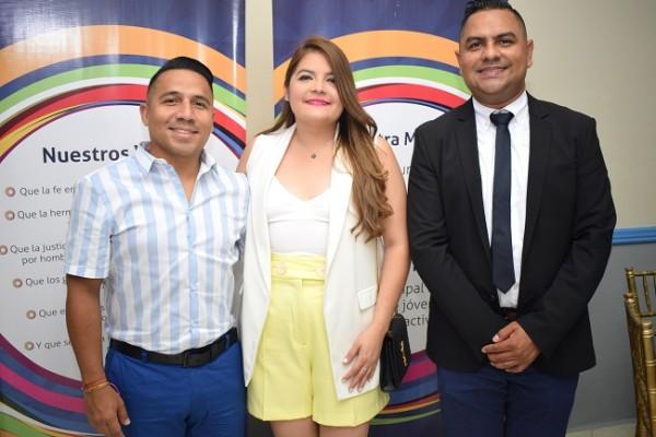 Jorge y Alicia Pineda con Juan Carlos Trejo