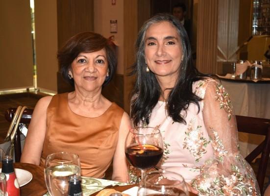 Julie Fajardo e Ivonne Icaza