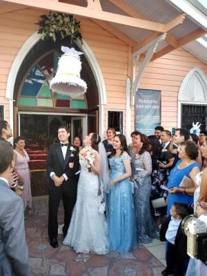 Karen Gabriela Mejía Verdial y Salvador Paz Noriega protagonizaron una ceremonia religiosa salpicada del más puro tradicionalismo y alegría.