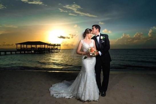 La boda de Salvador y Karen Gabriela…en una puesta de sol inolvidable