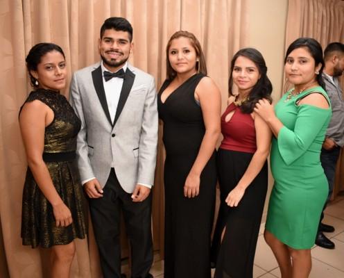 Katherine Pineda, Carlos Pineda Jr, Heydi Pineda, Jeymi Pineda y Sinthia Pineda.
