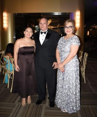 Kenia Contreras, Charly Bahr y Elena de Avelar