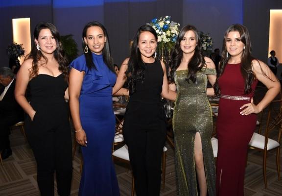 Kensy Arriaga, Gricela Escoto, Karen Arriaga, Andrea Escoto y Katherine Escoto