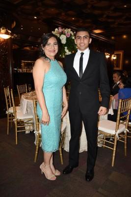 La madre de la novia, Jackelyne Sevilla y su hijo, Juan Ramón Márquez