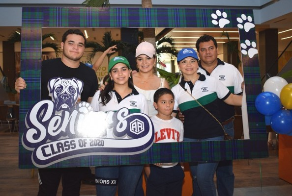 Larissa Bonilla con su familia