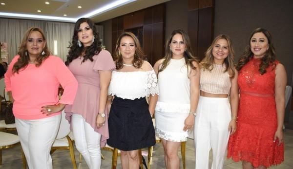 Ligia Pascua, Angel Thumann, Lesly Borjas, Melissa García, María José García y Montserrat Hernández, hermana de Mónica Hernández de Handal.