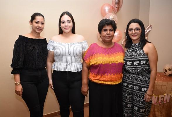 Lina Villeda, Maurice Rodríguez, Dania Díaz y Mirna Deras