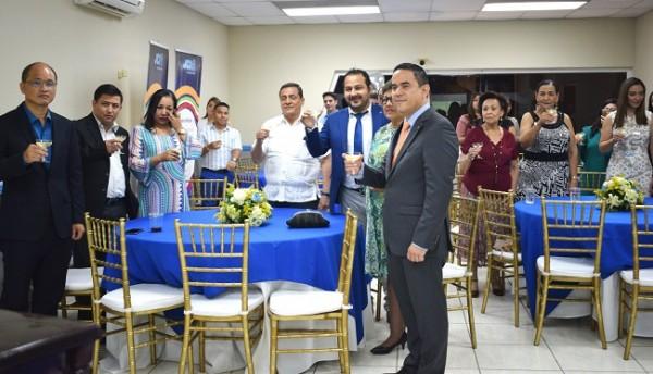 Los miembros y senadores de JCI, integrantes del Cuerpo Consular Sampedrano e invitados especiales, brindaron por su 70 aniversario