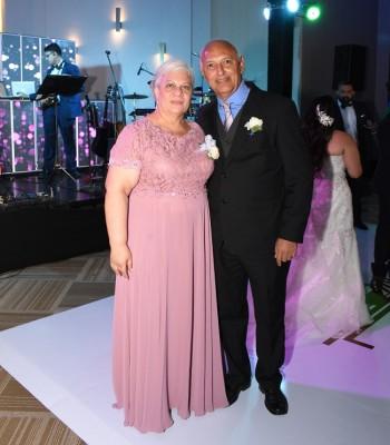 Los padres del novio, Enma Escoto y Julio Flores