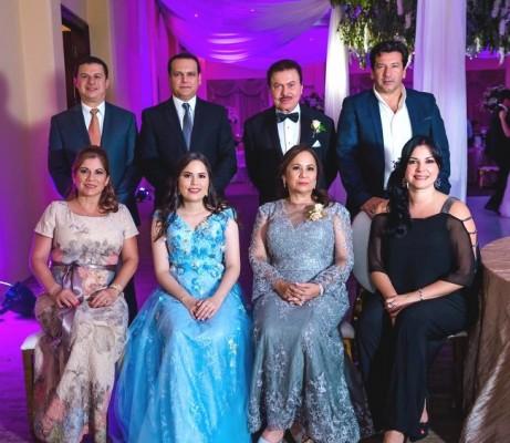 Luis Valenzuela, Donaldo Mejía, Gustavo Mejía, Ismael Carlos, Evelyn Valenzuela, Diana Mejía, Diana Verdial y Patricia de Carlos