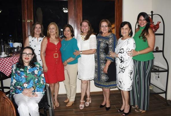 Malissa de Pineda, Blanca Rodríguez, Mirna Rendón, Lía de Bográn, Linda Castro de López, Ada de Pascua, Linda López y Lía Carolina Bográn
