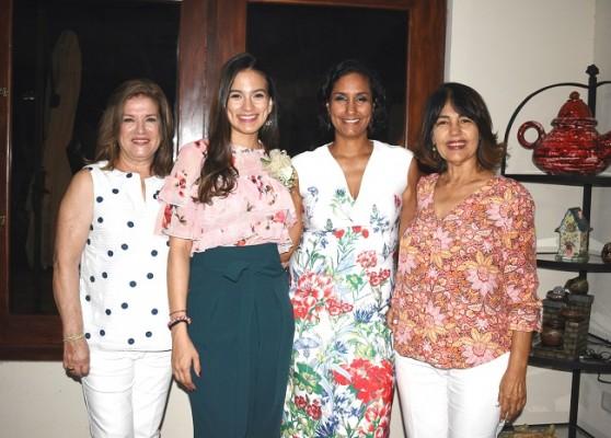 Malissa de Pineda, Mildred Reyes, Aida Floresl y Aida Espinal