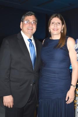Mario Kafati y su esposa Natalia de Kafati.