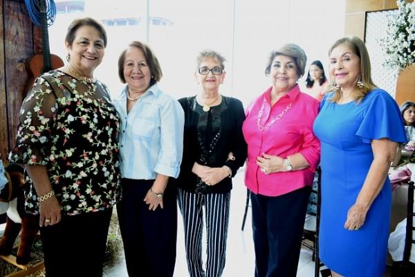 Martha Julia de Crespo, Antonia de Cáceres, Sergia de Madrid, Vilma de Crespo y Yunis Sierra