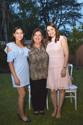 Michelle, María Teresa y Alejandra Quezada.