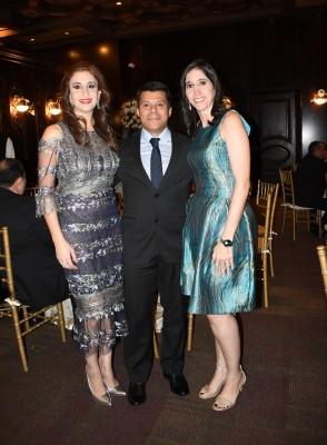 Nadia de Canahuati, Holvan Ortiz y su esposa, Carolina Canahuati