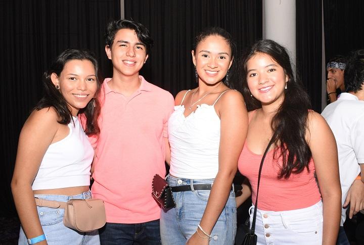Welcome Back Neón Party de las escuelas bilingües sampedranas