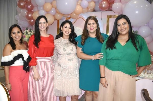 Salome Altamirano, Alejandra Cárcamo, Mónica de Handal, Erika San Martin y Alejandra Moreno