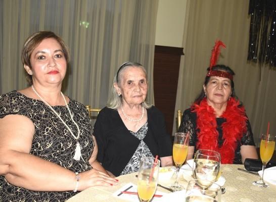 Senayda de Orellana, Victoria Molina y Martha Sánchez