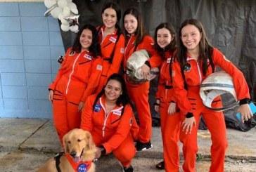Un viaje espacial de La Nasa inspiró la senior entrance de la Valle de Sula
