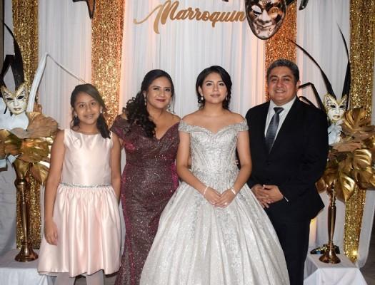 Abril Emiliana junto a sus padres Mario Roberto y Patricia Marroquín, con su hermana, Valeria Patricia.