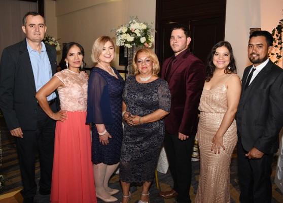 Alex Pineda, Leslie de Pineda, Doris Rojas, Dilcia Caballero, David Kattan, Claudia y Mirlyn Montoya