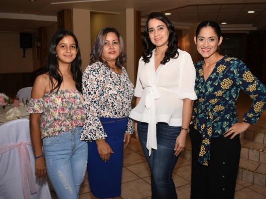 Allison Alvarado, Elvia Lobo, Marcela Portillo y Johana Ocampo