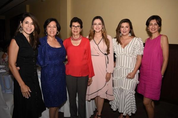 Ana Karina Moreno, Ana María de Moreno, Graciela Argüello, Gissell Santos, Lourdes Moreno y Velkis Santos