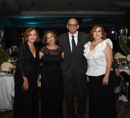 Aracely de Castillo, Margarita Kawas de Tejada, Roberto Tejada y Carola Mestayer