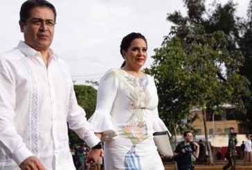 Artesanos de Intubucá elaboraron tela del vestido de la Primera Dama que lució en celebración de Fiestas Patrias
