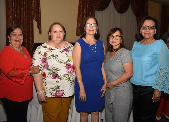 Blanca Viana, Norma Carranza, Roxana de Aguilera, Rosula Eng y Ruth Gómez