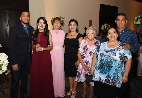 Carlos Duarte, Sayda Rivera, Yesenia de Duarte, Delmi Hernández, Zoila Pacheco, Ángela Pineda y José Rodríguez